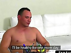 Женщины агент трахает мускулистую пижон