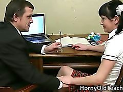 Schattige gezicht brunette schoolmeisje part5