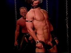 Маске мышечная шип в рабстве получает порки и порку к своего большого мужественной торцом пузыря .