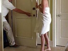 Frau Handtuch Tropfen blinkenden Glöckner im Hotel