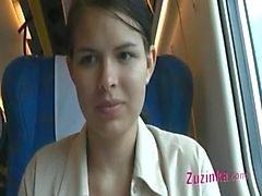 Naked Pussy in einem überfüllten Zug