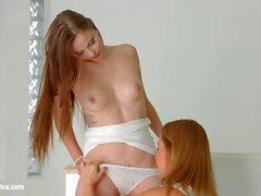 Lovemaking die lesbische Weise mit Sylvia Lauren und Chloe Celestine auf Sapphic Erotica