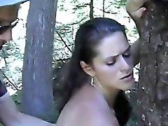 MILF sedutor gosta de ser fodido na natureza
