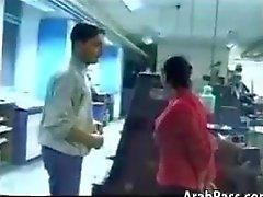Возбужденный арабам В офисном