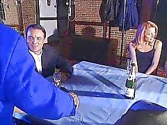 Kelly Trump op een dronken feestje
