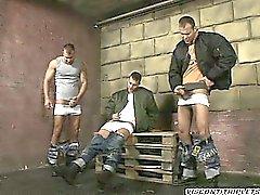 Три красивые братьев не имеют табу , чтобы они тратьте время попусту а