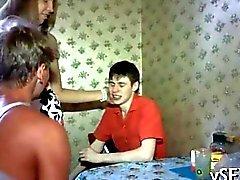 två sexiga de ryska brudar blir påsatt riktigt svårt