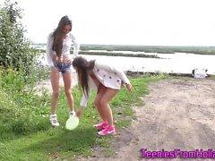 Голландский ль подростки на открытом воздухе