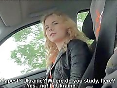 Amateur blonde Teen Nishe Pussy auf dem Rücksitz gebohrte