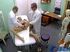 Çek - Doktorlar seksi bir hastaların Ufaklık yapar