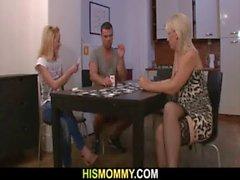 Strip Poker mit dem GF und die mom zu DildoFick