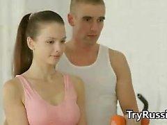 Montez Russian Teen Jeune fille aime à faire Anal