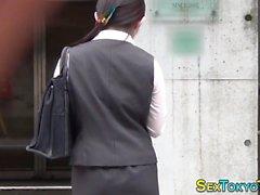 joven japonesa observaba