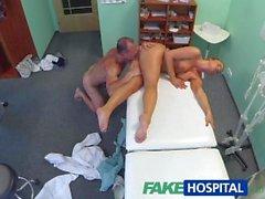 FakeHospital Güzel kızıl saçlı doktor tarafından horoz reçete