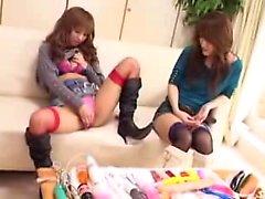 Lésbicas japonesas fascinantes proporcionam umas às outras