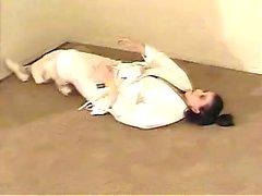 bambino bellone prende una pausa dalla pratica di karatè per compiacere la sua fica