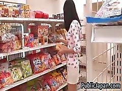 Aino Kishi boneca asiática fica quente gangbang part3