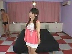 Bella ragazza asiatica con tette piccole piace la figa con