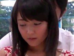 Große Brüste japanische Hure mit behaarten Möse und ihrem Spielzeug