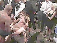 Наказывать заманчивой секс-рабыней