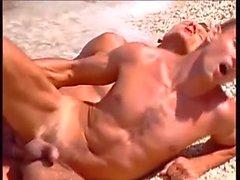 Latinos Cogiendo en la Playa