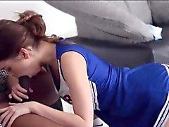 Süße Teen Babe Riley Reid wird von großen schwarzen Schwanz gefickt