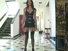 Tiffany de de Thompson Strutting Hasta Y Hacia Abajo Sh ...