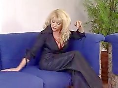 Hot Euro бабушки с удовлетворением отмечает Домашняя Солдат
