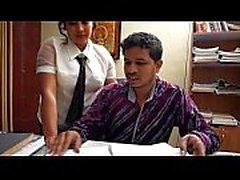 Patronla romantizm yapan Hint sekreteri