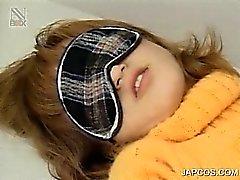 Tied up japanischen jugendlich Mädchens kommt haarige Möse neckte