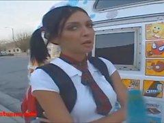 camión de helado rubio pelo corto adolescente follada y come cumcandy