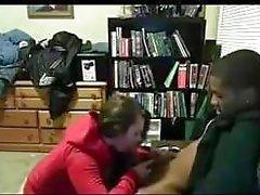 Белая девочка сосет а трахает ее Черное Boyfriend В конце School