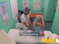 Sahte Hastanesi Hızlı lanet sarışın büyük göğüsleri Brit verir çok orgazm
