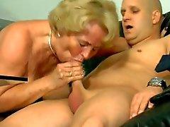 Heiße Blondine gilf ( Brustpiercing )
