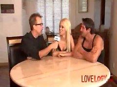 Rebekka Blau und Tommy Gunn Oraler Sex Blowjob kaukasischen Blonde Hoher Absatz