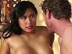 Asian Babe reitet Masseur