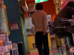 Söpö japanilainen tyttö antaa yksi onnenpekka suuri suihin
