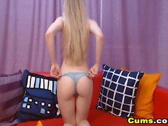 Hot Blonde Teen gioca con la sua fica
