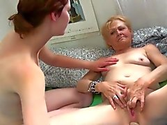 De Granny manger au restaurant jeune lesbienne