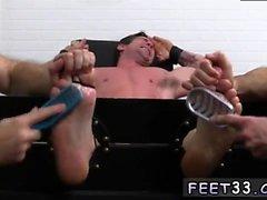 Les gars de iran dans le porno gay Trenton Ducati Bound & Tickle d