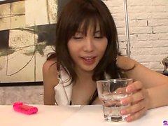Karen Natsuhara, onu boğan büyük bir horoz seviyor