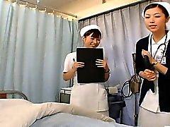 Subtitled CFNM personnel infirmier Japanese se préparent pour les rapports sexuels