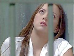 Adolescente prostituta guarda prisional ossos