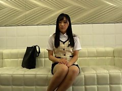 Hot Asian gibt Blowjob in Gruppensex Orgie