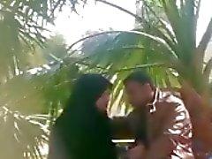 индийские мусульманская девушки делают мастурбирует ее бойфренд в парке