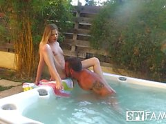 SpyFam Step Bruder und Step Schwester Sydney Cole fucking in der Jacuzzi