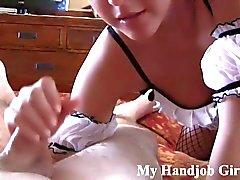 chloe i hennes knä som ger en POV Avrunkning