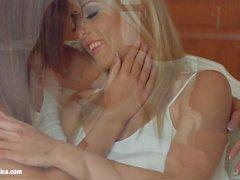 Libro de 69 por sáfico Erotica Christen Courtney y Alexis Brill lesbianas