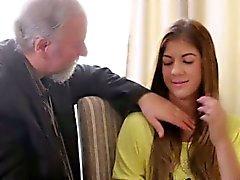 Учитель Риты один возбужденный старый человек , так она позволяет ему вылизывать