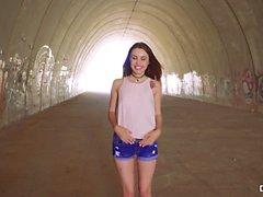 CHICAS LOCA - Mierda al aire libre con la niña ucraniana Elle Rose